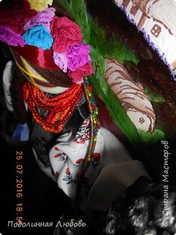 """Это моя работа на областной конкурс по изготовлению кукол-мотанок  """"Слобожанський хоровод"""", посвященный 25-й годовщине независимости Украины. Согласно условиям конкурса куклы должны крепиться на планшет размером 50х70 см. Рост кукол по 50 см. Куклы сделаны узелковым способом, то есть без применения иглы. Но главное условие, они должны быть в традиционных костюмах, присущих именно нашему Богодуховскому району. Для этого мною была проведены  этнографические исследования. Первоначально я дала объявление в районную газету с призывом к местному населению подключиться к данным исследованиям. фото 3"""