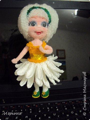 Здравствуйте! По МК Анечки Садовской связала куколку девочку-ромашку, 20 см ростиком, на каркасе. фото 2