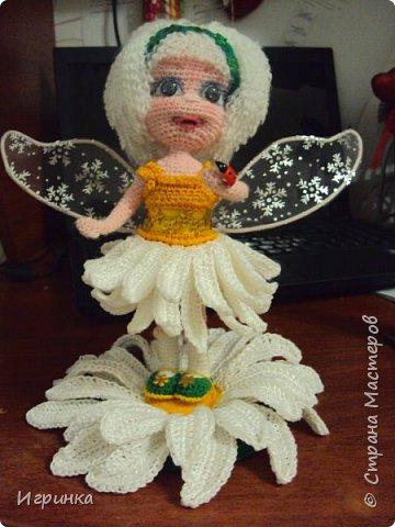 Здравствуйте! По МК Анечки Садовской связала куколку девочку-ромашку, 20 см ростиком, на каркасе. фото 4