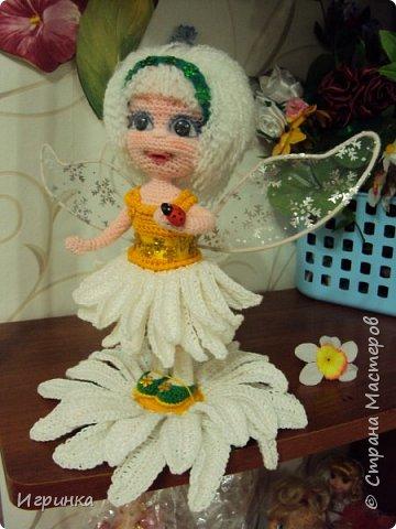 Здравствуйте! По МК Анечки Садовской связала куколку девочку-ромашку, 20 см ростиком, на каркасе. фото 5