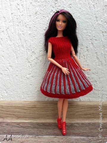 Моя Ракелька приоделась)  Новое платье из акриловых ниток. Основа опять с сайта http://www.kimberly-club.ru/forum/?FID=18&PAGE_NAME=message&TID=6013 Кое-что переделано и более подробно расписан сам процесс вязания. фото 2