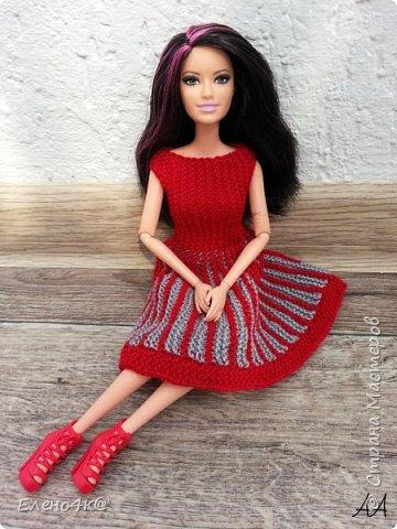 Моя Ракелька приоделась)  Новое платье из акриловых ниток. Основа опять с сайта http://www.kimberly-club.ru/forum/?FID=18&PAGE_NAME=message&TID=6013 Кое-что переделано и более подробно расписан сам процесс вязания. фото 3