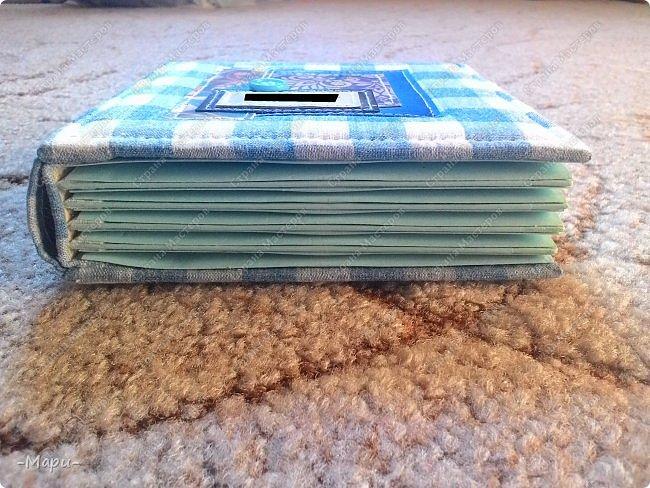 Привет, Страна Мастеров! Это продолжение серии альбом для хранения дисков с семейными фото. Первый семейный http://stranamasterov.ru/node/1031662 . Второй http://stranamasterov.ru/node/1038327 . Альбом 12,5*12,5, корешок 3,5, 5 разворотов, вмещает 10 дисков, переплет: прошитый на швейной машинке, обложка тканная: хлопок. фото 5