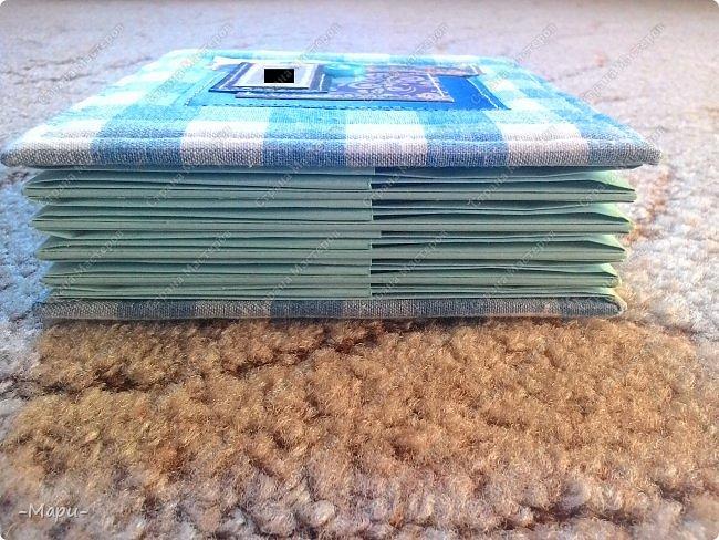 Привет, Страна Мастеров! Это продолжение серии альбом для хранения дисков с семейными фото. Первый семейный http://stranamasterov.ru/node/1031662 . Второй http://stranamasterov.ru/node/1038327 . Альбом 12,5*12,5, корешок 3,5, 5 разворотов, вмещает 10 дисков, переплет: прошитый на швейной машинке, обложка тканная: хлопок. фото 6