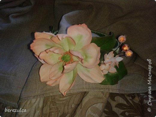 """Первый раз делала топиарий, результатом довольна) Использованы цветы: пион (МК Асатуровой), """"ленивые"""" эустомы (МК Мурзилка Моя), хлопок (МК Горячевой), морозник (внизу) делала сама по фото Оранжевые цветочки тоже без мк фото 9"""