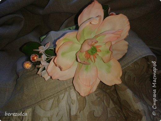"""Первый раз делала топиарий, результатом довольна) Использованы цветы: пион (МК Асатуровой), """"ленивые"""" эустомы (МК Мурзилка Моя), хлопок (МК Горячевой), морозник (внизу) делала сама по фото Оранжевые цветочки тоже без мк фото 8"""