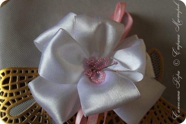 Белые банты в виде роз. Цена: 300 рублей (две штуки) фото 3