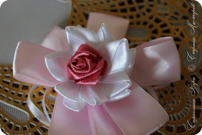 Белые банты в виде роз. Цена: 300 рублей (две штуки) фото 2