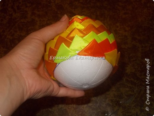 Вот такой шарик мы сегодня сделаем.Принцип изготовления такой же как и в голубом фото 18