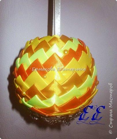 Вот такой шарик мы сегодня сделаем.Принцип изготовления такой же как и в голубом фото 23