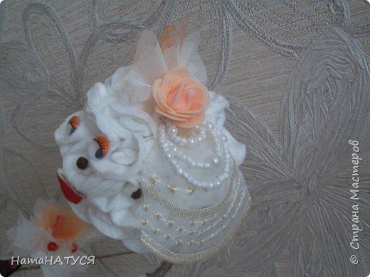 Добрый день всем!!! Решила показать новый топиарий, который сделан к годовщине свадьбы родителей. Думаю, что получился шуточный и очень позитивный подарок. Далее детальный просмотр. фото 4