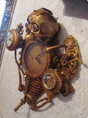 Таймпанк (англ. timepunk) — поджанр научной фантастики, моделирующий мир стоящий на каком-то ином технологическом уровне, что подразумевает иные законы социума. фото 26