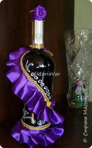"""Всем желаю доброго дня! Сегодня хочу показать декорированную бутылочку по поводу Дня рождения моей старшей кумушки. Она большая почитательница фиолетового цвета и """"напитка богов"""". Прототипом и вдохновителем стала работа Елены Чагеевой http://stranamasterov.ru/node/411951, за что ей огромная благодарность! И вот она - моя Кармен. фото 2"""