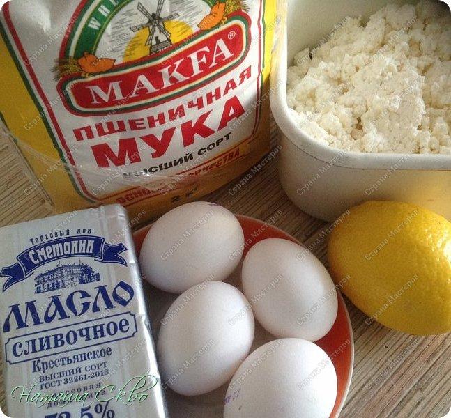 ВСЕМ ПРИВЕТ! Вдохновлённая рецептами Танюши http://stranamasterov.ru/user/31164 с традиционными крамблами, предлагаю вашему вниманию ещё один очень вкусный, доступный по ингредиентам, простой и быстрый в приготовлении пирожок. Насыпное рассыпчатое тесто, сочная прослоечка из творога и лимона, а корочка...))) Но, по порядку... фото 2