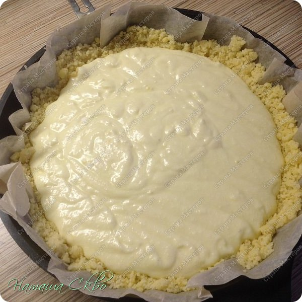 ВСЕМ ПРИВЕТ! Вдохновлённая рецептами Танюши http://stranamasterov.ru/user/31164 с традиционными крамблами, предлагаю вашему вниманию ещё один очень вкусный, доступный по ингредиентам, простой и быстрый в приготовлении пирожок. Насыпное рассыпчатое тесто, сочная прослоечка из творога и лимона, а корочка...))) Но, по порядку... фото 11