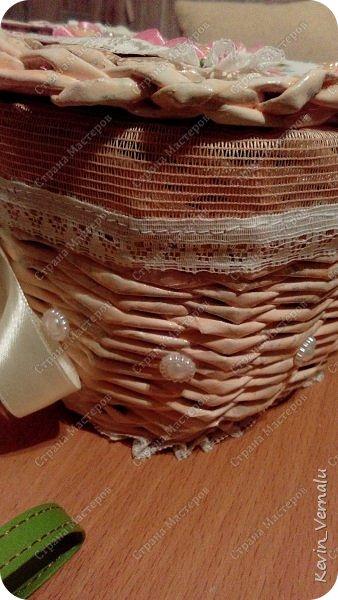 Всем привет! Сегодня у меня дебют с плетением шкатулок.Конечно, недостатков много...Я ж лузер ещё...Но подарок для одноклассницы ,думаю,душевный получился.Пишите,над чем нужно поработать.Итак,фото.Как всегда,упаковано в рукав для запекания. фото 10