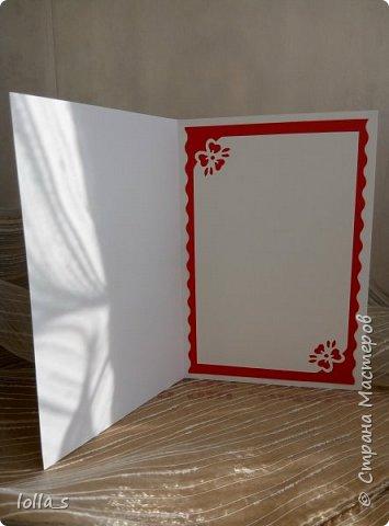 Здравствуйте! Я к Вам снова с открыткой поздравительной. Основа-картон белого, красного и молочного цветов. Оформлена цветами и листиками в технике квиллинг. Украшена стразиками. Размер открытки 15х10.5 см. фото 4