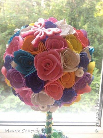 Топиарий из фоамирана .Каждый цветочек выполнен в ручную)  фото 2