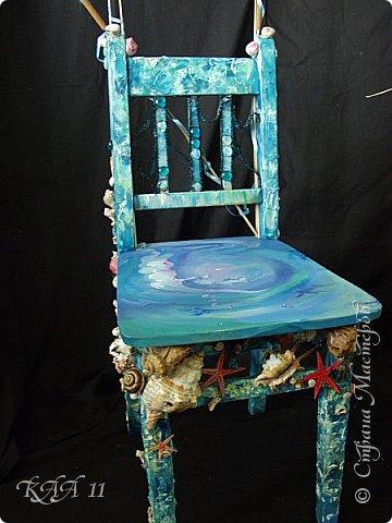 Решила облагородить стул с мусорки, смешала эмаль с гуашью которая была (старые остатки) и получила такой цвет (хотела тёмный вишнёвый получить, но как-то так)))  ещё и матовая текстура. На сиденье выложила сухие цветы заливала эпоксидной смолой, но видимо слои плохо просушились и второй месяц идёт как ещё поверхность продавливается...  фото 7