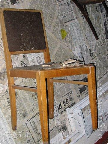 Решила облагородить стул с мусорки, смешала эмаль с гуашью которая была (старые остатки) и получила такой цвет (хотела тёмный вишнёвый получить, но как-то так)))  ещё и матовая текстура. На сиденье выложила сухие цветы заливала эпоксидной смолой, но видимо слои плохо просушились и второй месяц идёт как ещё поверхность продавливается...  фото 17