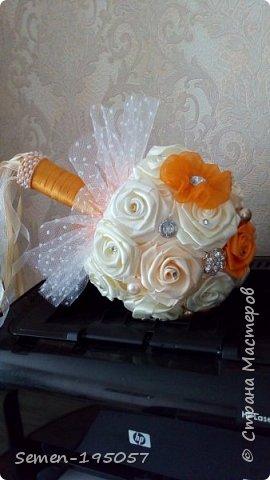 Свадебный букет-дублер из атласных лент,украшен стразами,бусинками,бижутерией..цвет-Апельсиновая свадьба! фото 2