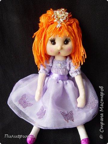 В оригинале вся кукла сшита из тонкого трикотажа или бифлекса. У меня такого материала нет, поэтому я сделала лицо из колготок и синтепона фото 7