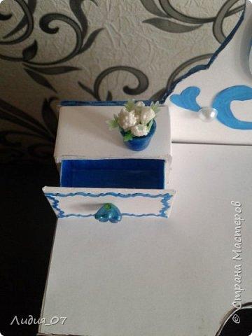Здравствуйте мастерицы!!! Давно была у меня запланирована спальня для кукол в голубом, уж больно мне этот цвет нравится, но руки ни как не доходили. Но однажды в одной соц сете я увидела мастер класс на стульчик для кукол, и он меня вдохновил, я решила сделать спальню в романтическом стиле))) Сегодня покажу как я делала туалетный столик.... фото 49