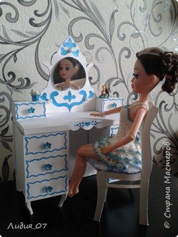 Здравствуйте мастерицы!!! Давно была у меня запланирована спальня для кукол в голубом, уж больно мне этот цвет нравится, но руки ни как не доходили. Но однажды в одной соц сете я увидела мастер класс на стульчик для кукол, и он меня вдохновил, я решила сделать спальню в романтическом стиле))) Сегодня покажу как я делала туалетный столик.... фото 2