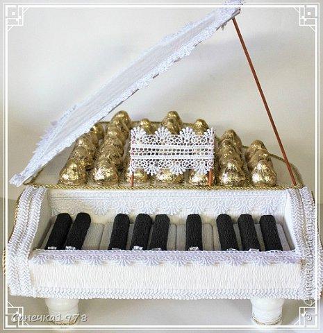 Племяннице на день рождения ,сделали рояль.,или пианино,или фортепиано. Самое сложное оказалось найти кружева! фото 3
