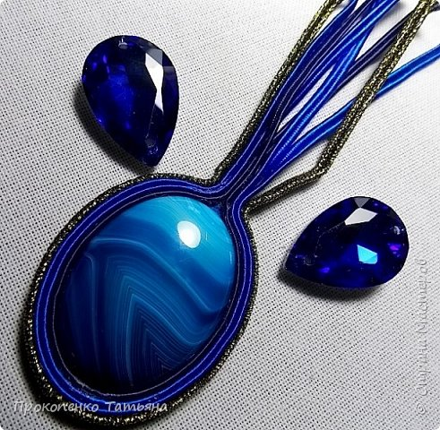 Собрала кристаллы,камушки ,бусинки синих оттенков фото 1