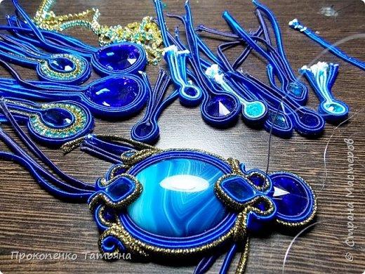 Собрала кристаллы,камушки ,бусинки синих оттенков фото 5