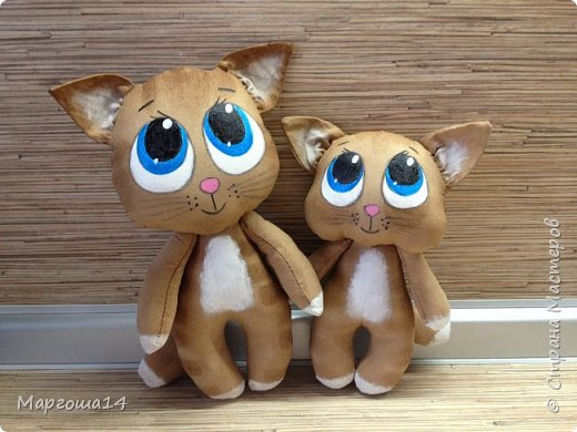 Привет,Страна Мастеров!!! Представляю  своих первых кофейных котиков. Это мама кошка с сыночком. Глазки раскрасила одинаково,т.к.нравится голубой перламутр.Котики так вкусно пахнут,как свежеиспеченная выпечка))) фото 1