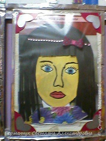Ученики 3 класса  нарисовали и украсили  портреты своих мам. фото 12