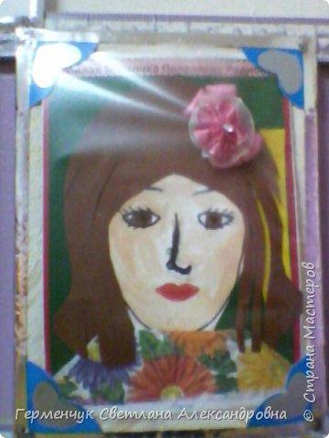Ученики 3 класса  нарисовали и украсили  портреты своих мам. фото 18