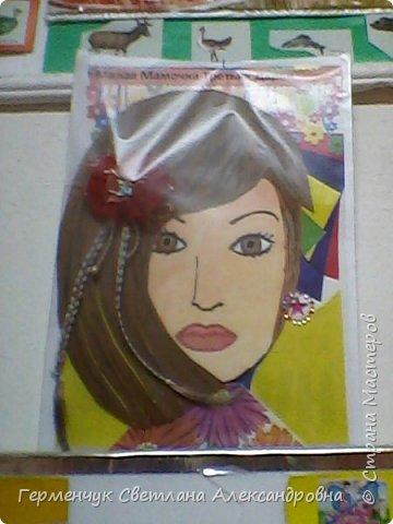 Ученики 3 класса  нарисовали и украсили  портреты своих мам. фото 22