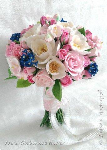 Свадебный букет невесты ручной работы из полимерной глины. Каждый лепесток и цветочек изготавливала в ручную! В составе: Кустовая роза, цветы шиповника, незабудки, цветы яблони.  фото 3