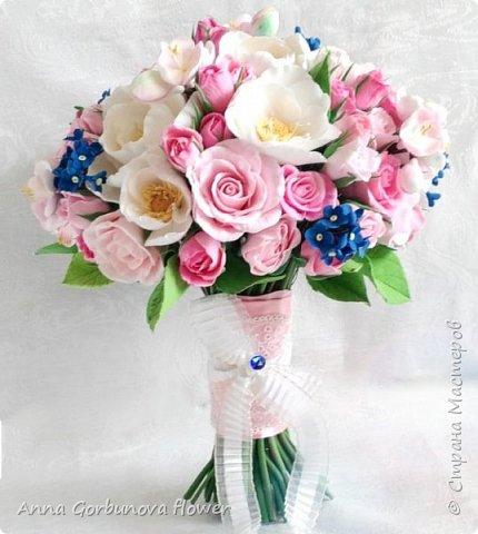 Свадебный букет невесты ручной работы из полимерной глины. Каждый лепесток и цветочек изготавливала в ручную! В составе: Кустовая роза, цветы шиповника, незабудки, цветы яблони.  фото 1