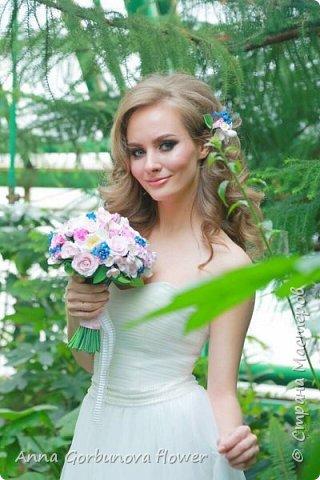 Свадебный букет невесты ручной работы из полимерной глины. Каждый лепесток и цветочек изготавливала в ручную! В составе: Кустовая роза, цветы шиповника, незабудки, цветы яблони.  фото 5