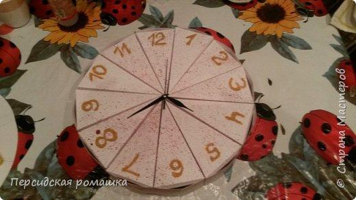 Торт в виде часов с пожеланиями на свадьбу. фото 1