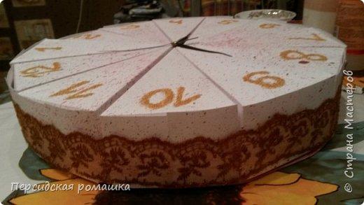 Торт в виде часов с пожеланиями на свадьбу. фото 2
