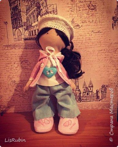 Вот она моя первая кукла Женечка!!!!!) Кукла ростом 25 см, родилась 29.07.2016 года. Создавалась по купленному набору в магазине. В наборе находилась выкройка, инструкция, а так же почти все необходимые материалы, докупала лишь синтепон, и кукольную иглу. Процесс для меня был новым, но не менее увлекательным. Планирую заниматься созданием и дальше) Женечка была подарена бабушке =)