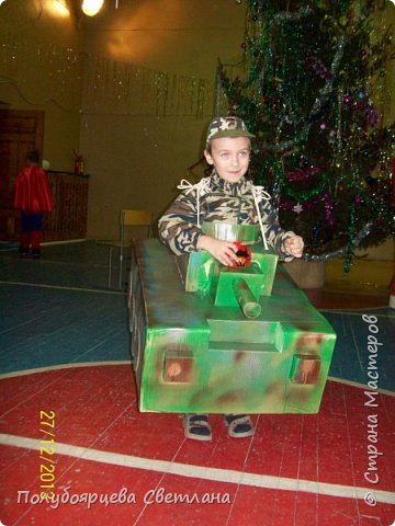 Новогодний костюм - танк фото 1