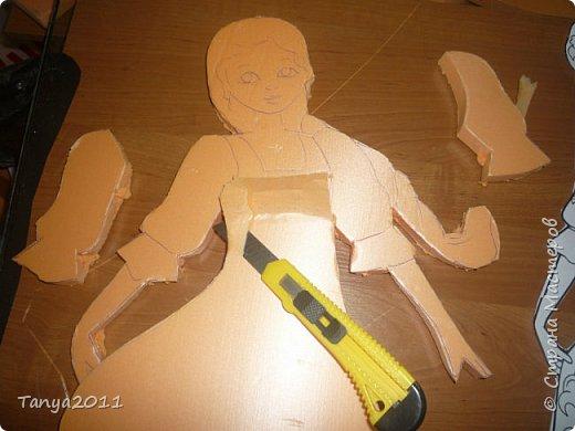 Итак. часто для настенного панно для оформления трудно найти лёгкий материал, поддающийся конструированию, покраске. Я видела варианты с солёным тестом, но это очень трудоёмко, да солёное тесто нелёгкое по весу. Нам необходимо для фигурки девочки и мальчика лист пеноплекса 2 см толщиной, ножи канцелярские (9 мм, 18 мм, скальпель-нож - какие есть), гуашь, лак акриловый фото 5