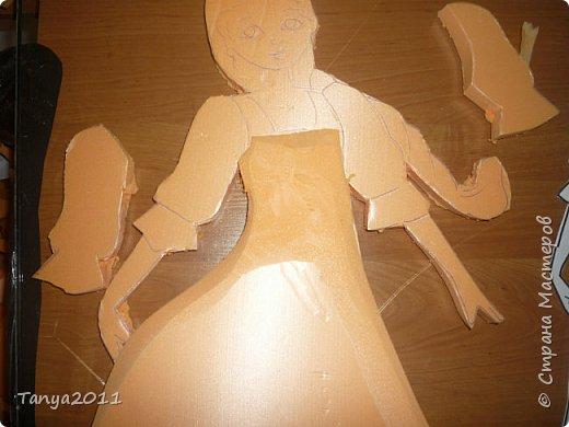 Итак. часто для настенного панно для оформления трудно найти лёгкий материал, поддающийся конструированию, покраске. Я видела варианты с солёным тестом, но это очень трудоёмко, да солёное тесто нелёгкое по весу. Нам необходимо для фигурки девочки и мальчика лист пеноплекса 2 см толщиной, ножи канцелярские (9 мм, 18 мм, скальпель-нож - какие есть), гуашь, лак акриловый фото 6
