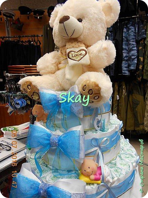 Торт из памперсов делала прямо на работе в подарок начальнице на рождение сына. фото 3