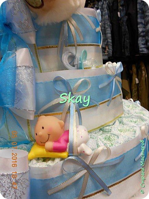 Торт из памперсов делала прямо на работе в подарок начальнице на рождение сына. фото 4