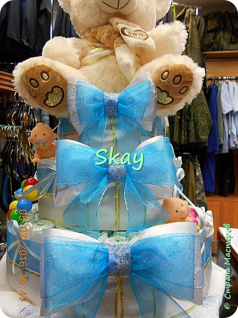 Торт из памперсов делала прямо на работе в подарок начальнице на рождение сына. фото 5