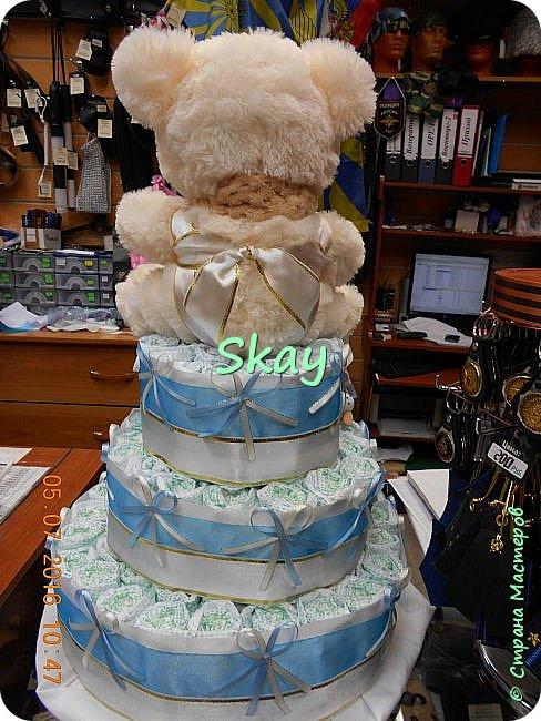 Торт из памперсов делала прямо на работе в подарок начальнице на рождение сына. фото 7