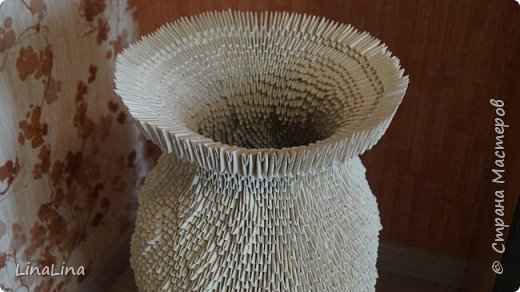 Дорогие друзья!  Решила сделать вот такие прекрасные напольные вазы.  На две эти вазы потребовалось 11000 модулей. На большую 6500. На маленькую 4500. Размер модулей 1/16.  На изготовление 2-х ваз ушло 1,5 недели. фото 5