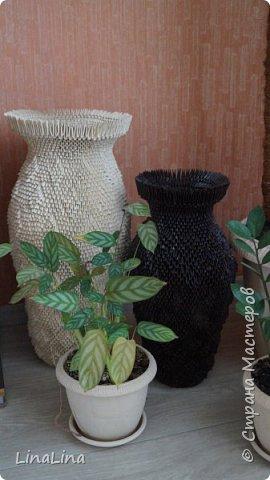 Дорогие друзья!  Решила сделать вот такие прекрасные напольные вазы.  На две эти вазы потребовалось 11000 модулей. На большую 6500. На маленькую 4500. Размер модулей 1/16.  На изготовление 2-х ваз ушло 1,5 недели. фото 6